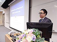 Prof. Lu Lin, Director of the Beijing Sixth Hospital, delivers a keynote presentation in the symposium