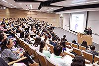 中國科學院院士兼香港大學眼科學系解剖學講座教授蘇國輝教授發表主題報告