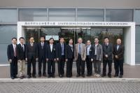 Group photo of Prof. Chan Wai-yee (5th from right), Prof. Fung Kwok-pui (3rd from left), Prof. Woody Chan (2nd from right) and Prof. Kenneth Lee (1st from right) and the delegation