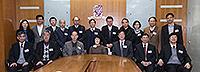 中大副校長張妙清教授(前排中)和一眾教職員歡迎中國科學院院士訪問團到訪