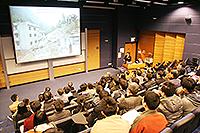 張培震院士的講座深入淺出介紹龍門山的深部地殼構造變形,觀眾反應熱烈