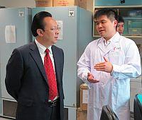 中科院代表參觀實驗室和研究設施