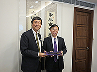 Mr. Huang Zhiming (fifth from right), Deputy Secretary of the Ningbo City Government, meets with Prof. Joseph Sung (middle), Vice-Chancellor of CUHK with other delegates