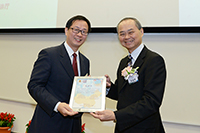 Prof. Fok Tai-fai, Pro-Vice-Chancellor of CUHK, presents certificates to representatives of mainland partner institutions to thank them for providing valuable experiential learning opportunities for CUHK students