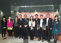 Hong Kong Scholars at CUHK, together with Prof. Henry Wong (fifth from left),  pose for a group photo
