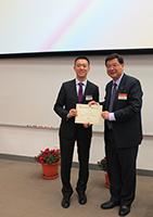 Prof. Wong Yuk-Shan (right), Chairman of the Academic Committee of Hong Kong Scholars Programme, presents the Best Oral Presentation Award to Dr. Chun-Jie Li, Li Ka Shing Institute of Health Sciences of CUHK