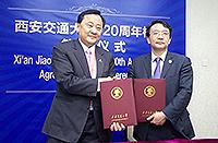 中大常務副校長華雲生教授(左)代表中大簽署協議,加入絲綢之路大學聯盟