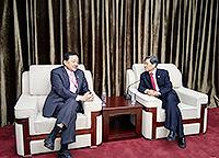 中大常務副校長華雲生教授(左)與西安交通大學校長王樹國教授會晤