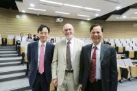 (From left) Prof. Dennis Y.M. Lo, Associate Dean (Research) of Faculty of Medicine, CUHK, Prof. Jerry Shay and Prof. Fung Kwok-pui, Associate Director (Academic Administration) of SBS