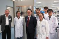 Prof. Tan Tieniu (3rd from left) visits the CUHK-GIBH, CAS Joint Research Laboratory on Stem Cell and Regenerative Medicine with Prof. Chan Wai-yee (1st from left)