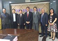 中大校長沈祖堯教授(中)及醫學院院長陳家亮教授(右三)與寧波大學醫學院代表會晤