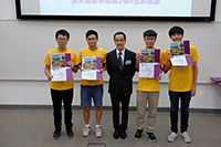 Prof. Dennis Ng (middle), Associate Vice-President of CUHK and University Dean of Students, presents certificates and souvenirs to participants of the Summer Research Placement Programme