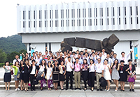 Participants of the Summer Institute in front of the University Library