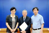 Prof. Chan Wai-yee (middle) and Prof. Chen Zijiang (left)