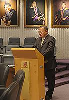 浙江大學校長助理李鳳旺教授在會議上發言