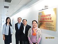三位工程院醫藥衛生學部院士參觀消化疾病研究國家重點實驗室,並與實驗室副主任于君教授(左一)合照
