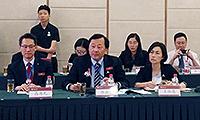 中大常務副校長華雲生教授(中)在交流會上發言