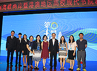 Prof. Wong Suk-ying (fifth from right), Associate Vice-President of CUHK, leads a delegation to join the 4th Forum on Education of Modern Residential Colleges