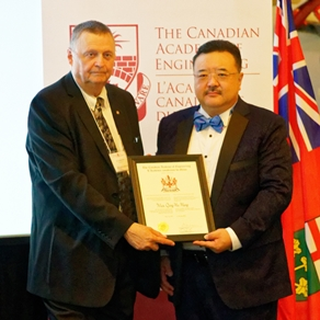 Prof. Douglas Ruth, President of the Canadian Academy of Engineering (left) presents a certificate to Prof. Meng Qing Hu Max.