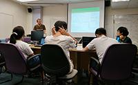眾人在報告會中交流研究進展和心得(國立清華大學楊馥榕同學提供)
