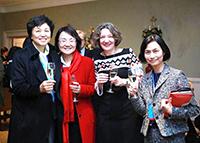 中大協理副校長王淑英教授(右一)與內地及英國夥伴院校的代表聚首