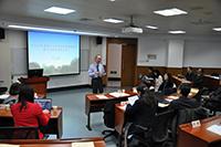 中大副校長霍泰輝教授在會議上發言