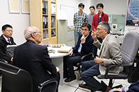 中國工程院院士訪問團參觀射頻輻射研究實驗室