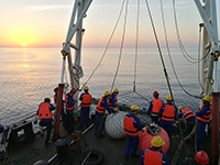 研究團隊乘坐實驗3號科考船前赴印度洋考察
