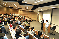 Prof. Chiang Ann-Shyn shares his research insights with CUHK staff and students