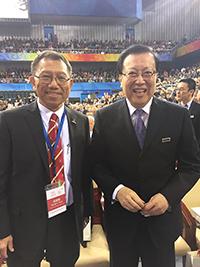 中大段崇智校長(左)在北大120周年校慶慶典上與北大黨委書記郝平教授合照