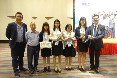 Prof. Kwan Hoi Shan (2nd from left) who has rich experience in mushroom research, supports the team to participate in different entrepreneurship competitions.