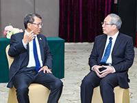 段崇智校長(左)與中山大學羅俊校長座談交流