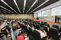 More than 400 audience are attracted to the College Forum