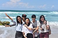 我們在墾丁享受藍天與海灘(成功大學活動參加者陳佳琳同學提供)