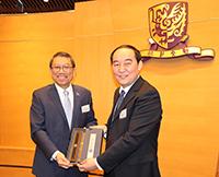 Prof. Chong Kang (right) represents CAS to exchange souvenir with President Tuan