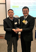 Prof. Chen Zhiming (right) receives CUHK Souvenir after lecture