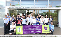 Incoming participating students pose for a group photo outside the building of the School of Biomedical Sciences (Photo Credit: Zhang Chenglong, Shandong University)