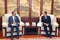 The two university presidents exchange ideas of collaboration in a pleasant dialogue