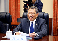 Professor Rocky Tuan delivers a speech in the meeting