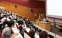 Prof. Cheng Chien-Hong interacts with staff and students from Department of Chemistry
