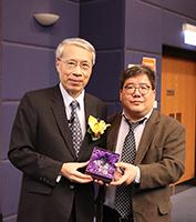 Prof  Chan Michael Kenneth (right) presents souvenir to Prof. Tsai Ming-Daw
