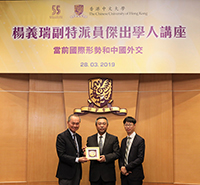 Pro-Vice-Chancellor Fok Tai-fai (left) and Prof. Anthony Fung (right) present souvenir to Deputy Commissioner Yang Yirui