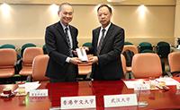 Vice-President Li Fei of WHU (left) presents souvenir to Pro-Vice-Chancellor Fok Tai-fai of CUHK