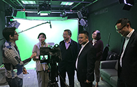 The delegation visits the e-teaching and research support facilities of CUHK