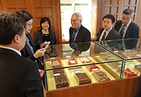The delegation visits the CUHK Chinese Medicine Museum