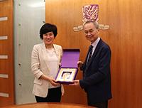 Professor Fok Tai-fai (right), Acting Vice-Chancellor of CUHK presents a souvenir to Professor Liu Yahong, President of SCAU