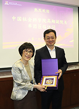 Professor Fanny Cheung (left), Pro-Vice-Chancellor of CUHK presents a souvenir to Professor Gao Xiang, Vice President of CASS