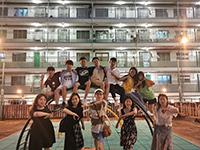 同學分組遊覽香港著名景點(照片由中大學生提供)