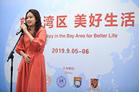 Miss Michelle Siu, Student of CUHK's Department of Music, sings for the audience at the forum banquet.