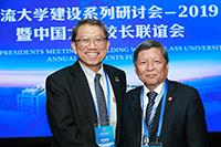 中大校長段崇智教授(左)與西交大校長王樹國教授會晤交流